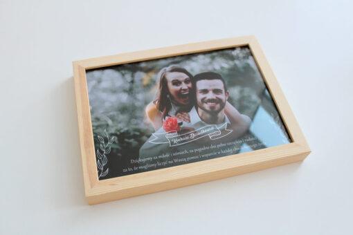 Wasze zdjęcie ze słowami podziękowań dla dziadków, w ozdobnej drewnianej ramce.