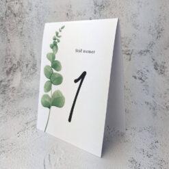 Numer stołu z motywem eukaliptusa