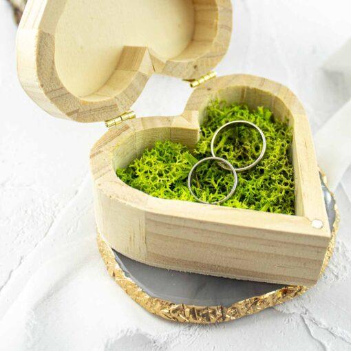 Drewniane pudełko na obrączki w kształcie serca