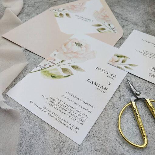 Delikatne i proste zaproszenie ślubne w odcieniu pudrowego różu
